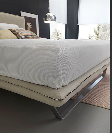 Bolzan Vola Bed with sled base detail